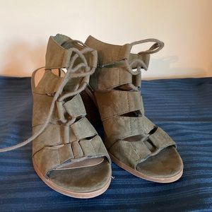 Army Green Soda Tie Up Wedges Size 6.5